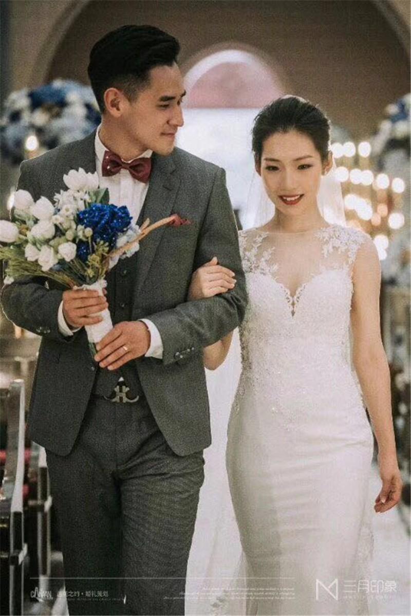 女方婚宴主持词_青岛司仪网告诉你教堂婚礼布置多少钱,青岛教堂婚礼仪式主持照片
